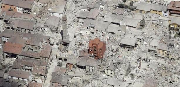 Scenario di Amatrice dopo il terremoto